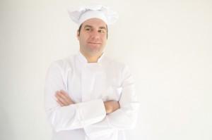 コックコートとは、料理店でコックが着るユニフォームのことです。
