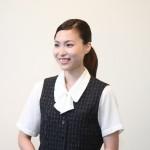 ベストは、企業や店舗の女性スタッフのユニフォームとしても使用されています。
